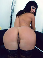 Fotos of babes and beauties with beautiful and moist giant asses. Those chunky bum so lewd they wanna clap, to knead, to cling to the big ass by face.
